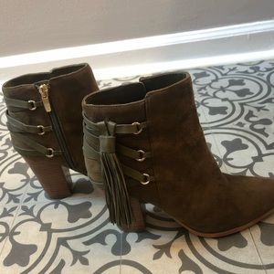 UEC Marc Fisher Suede Booties Size 6.5 in Olive
